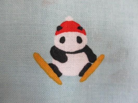 パンダの雪遊び(スキー)