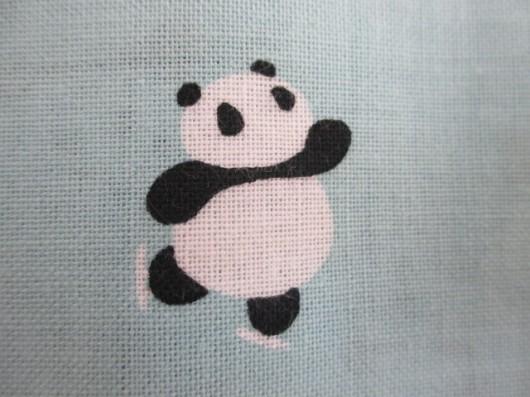 パンダの雪遊び(スケート)