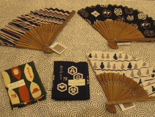 豆扇子  2100円   ひとことはんかち  525円